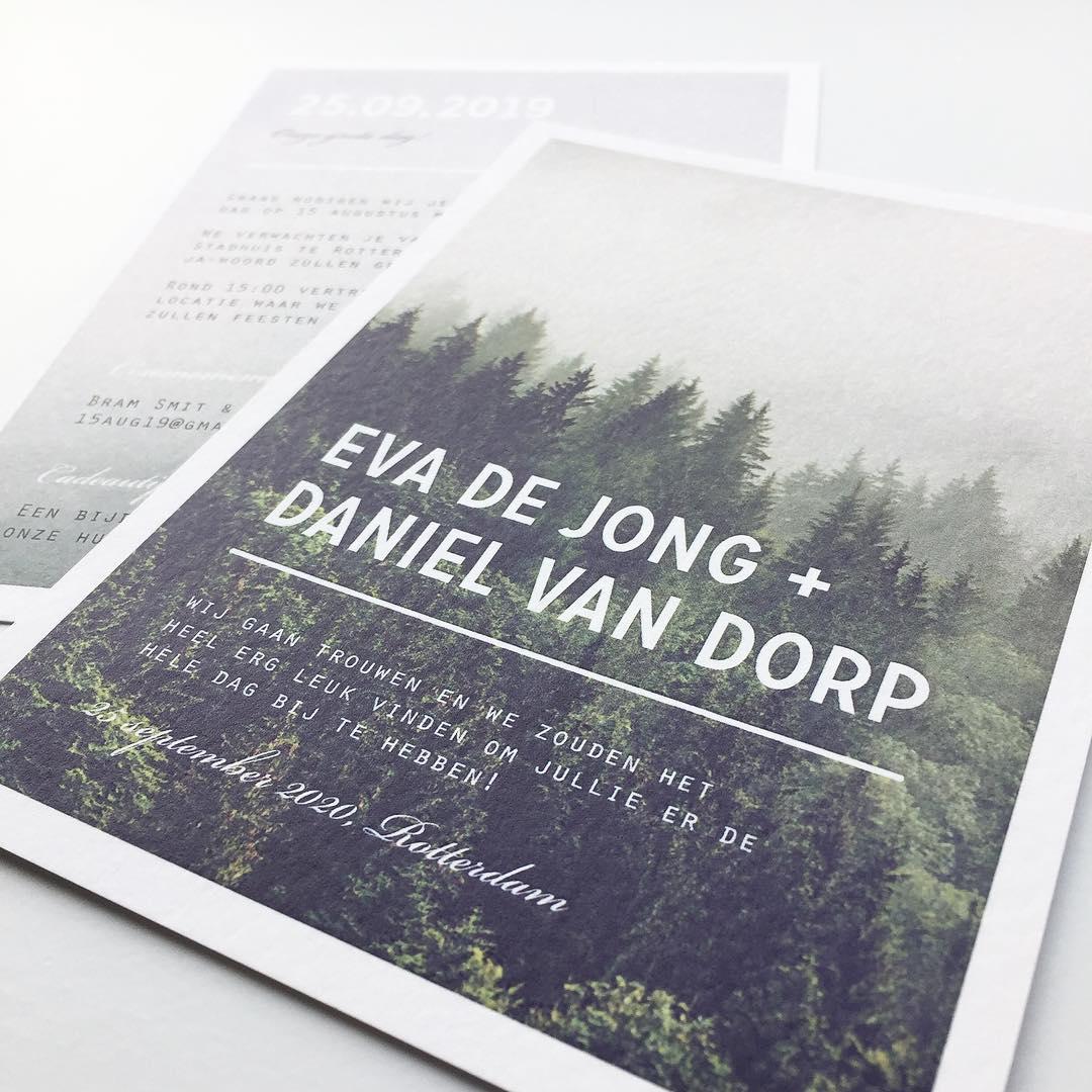 Trouwkaart met bos en vintage filter trouwkaart