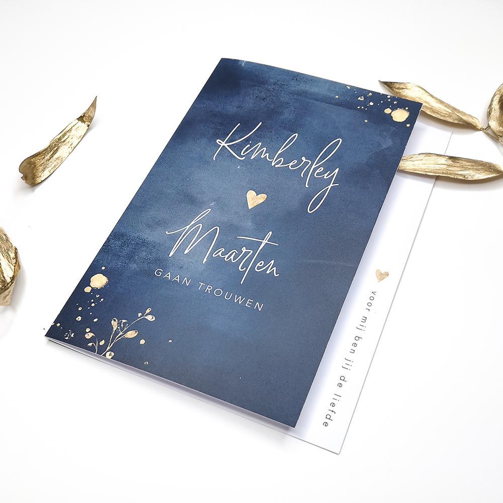 Donkerblauwe waterverf DIY trouwkaart trouwkaart Klassiek Brons zilver en goud Stoer Modern