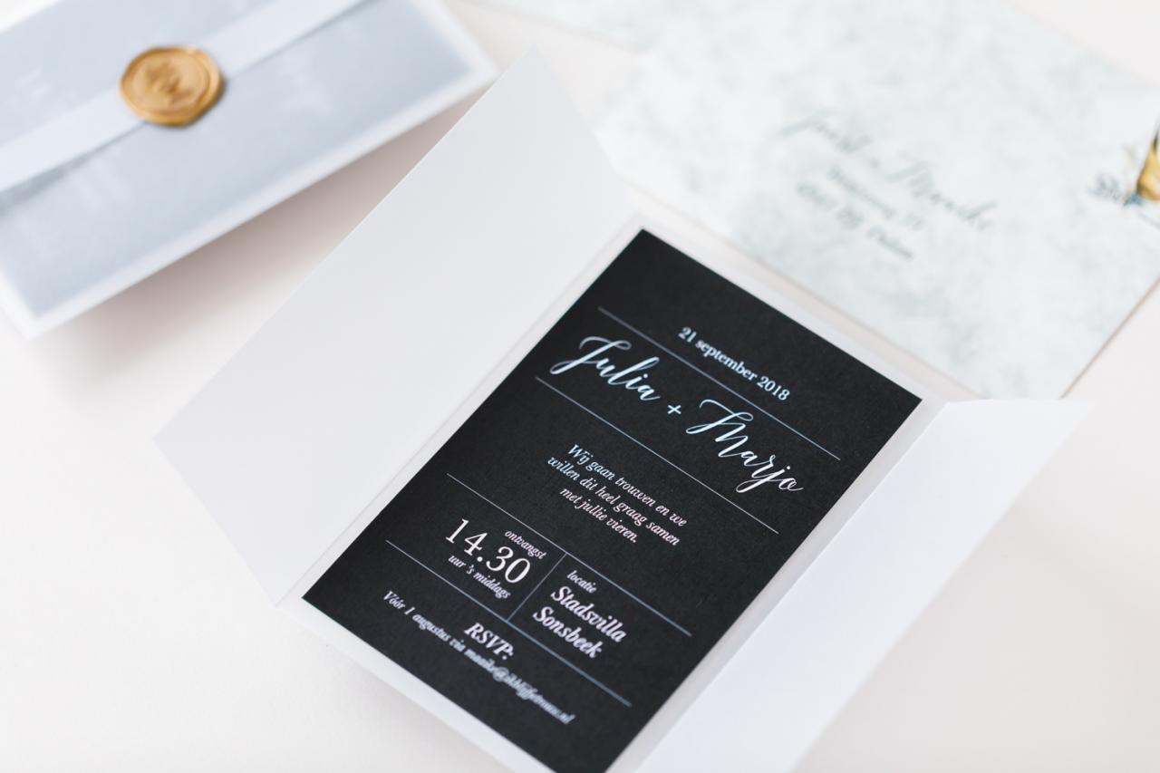 kalk wikkel met lakstempel trouwkaart