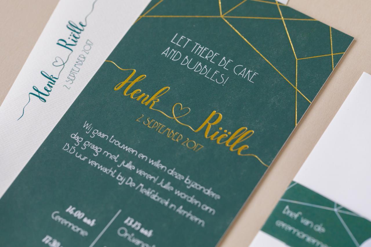 Letterpress trouwkaart met geometrische lijnen en goud trouwkaart Letterpress Modern Origineel Brons zilver en goud