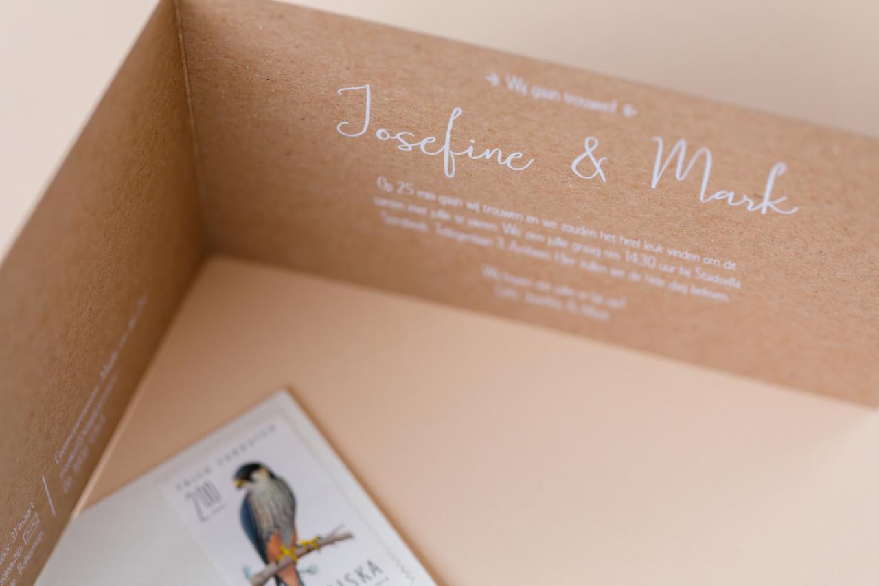 kraft met witte inkt trouwkaart