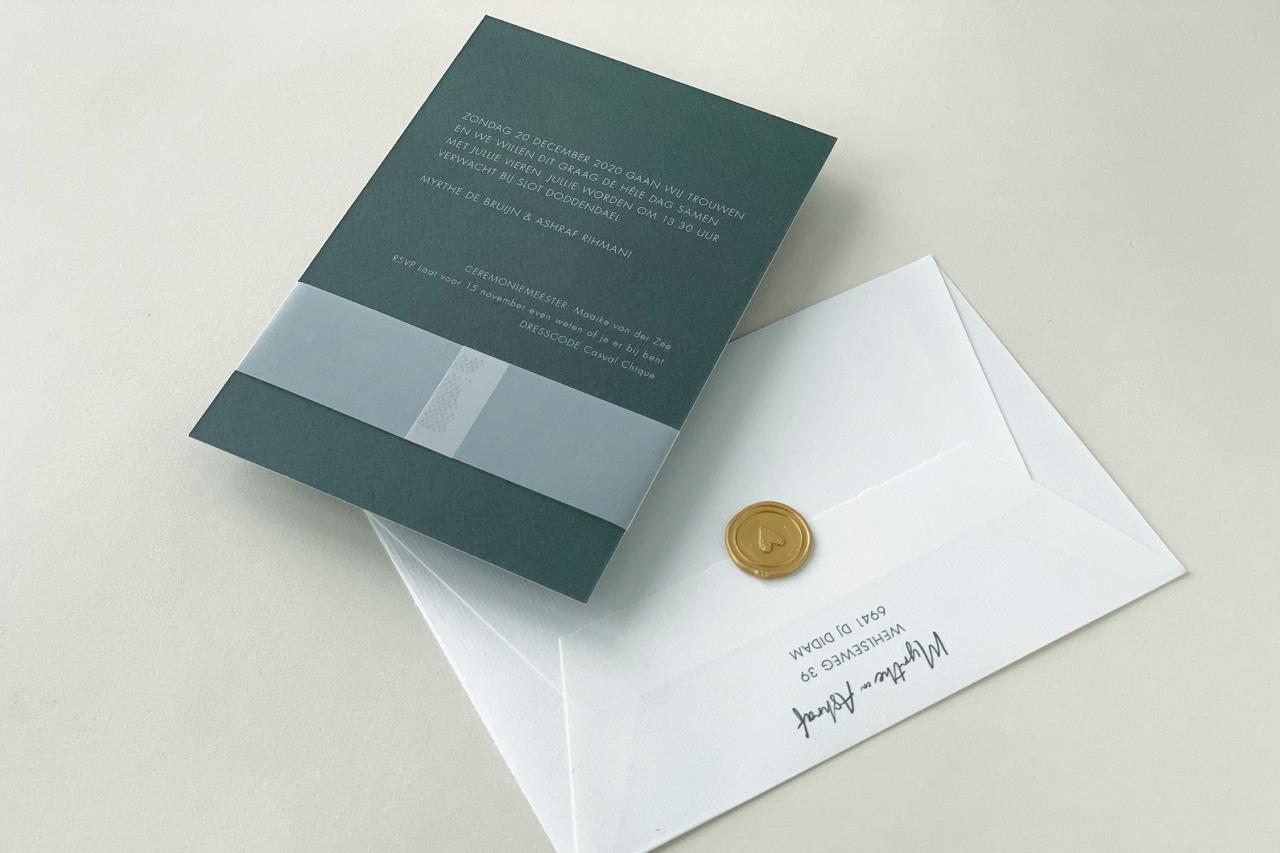 Trouwkaart met gouden foliedruk en kalk bandje trouwkaart Brons zilver en goud Transparant Stoer Retro