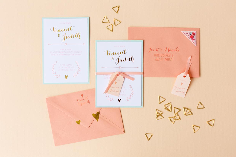 Pastel trouwkaart met takjes en hartjes en goudfolie trouwkaart Handgemaakt Romantisch Origineel Brons zilver en goud