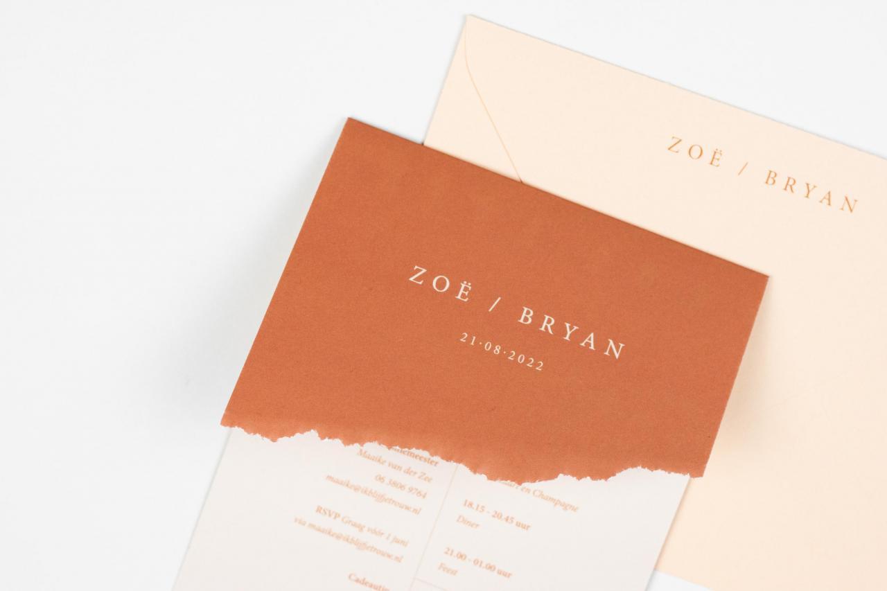 Enkele trouwkaart in koraalrood met peach trouwkaart Modern Handgemaakt Typografisch Origineel