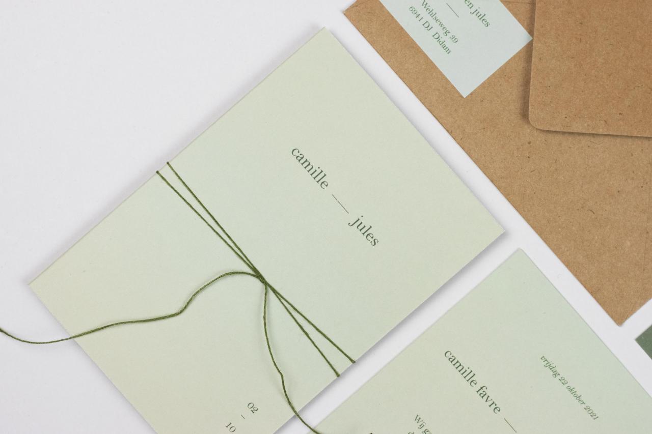 Zachtgroene pocketfold voor een eco bruiloft trouwkaart Origineel Modern Handgemaakt Gevouwen