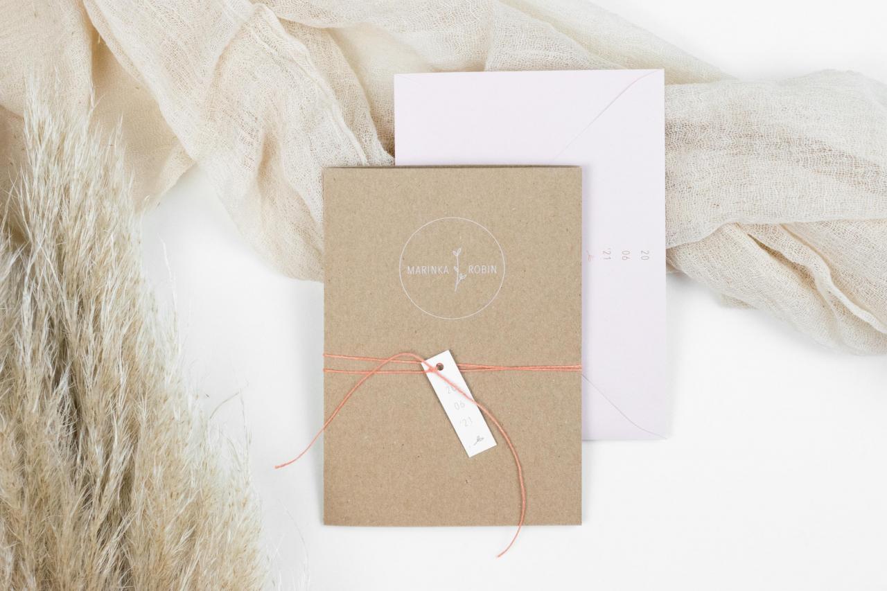 Pocketfold met persoonlijk trouwlogo trouwkaart Origineel Handgemaakt Kraft Illustratie