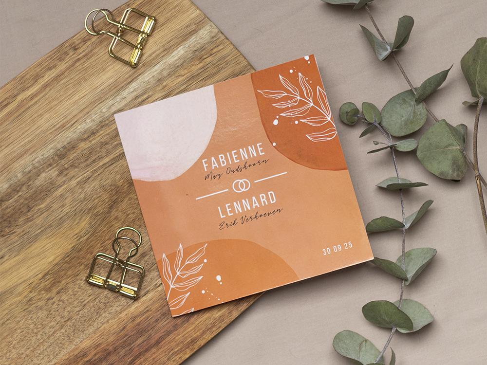 Trouwkaart met bladeren en roestrode vormen trouwkaart Origineel Stoer Botanisch Modern