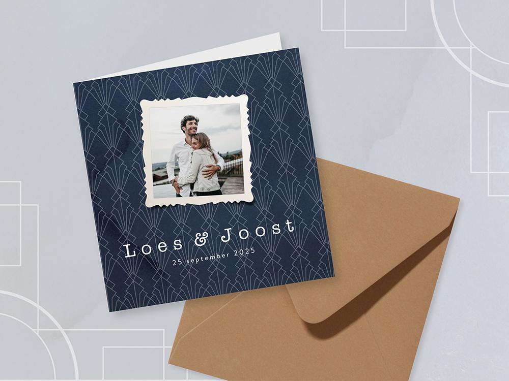 Donkerblauwe art deco trouwkaart met foto trouwkaart Retro Foto Gevouwen Stijlvol