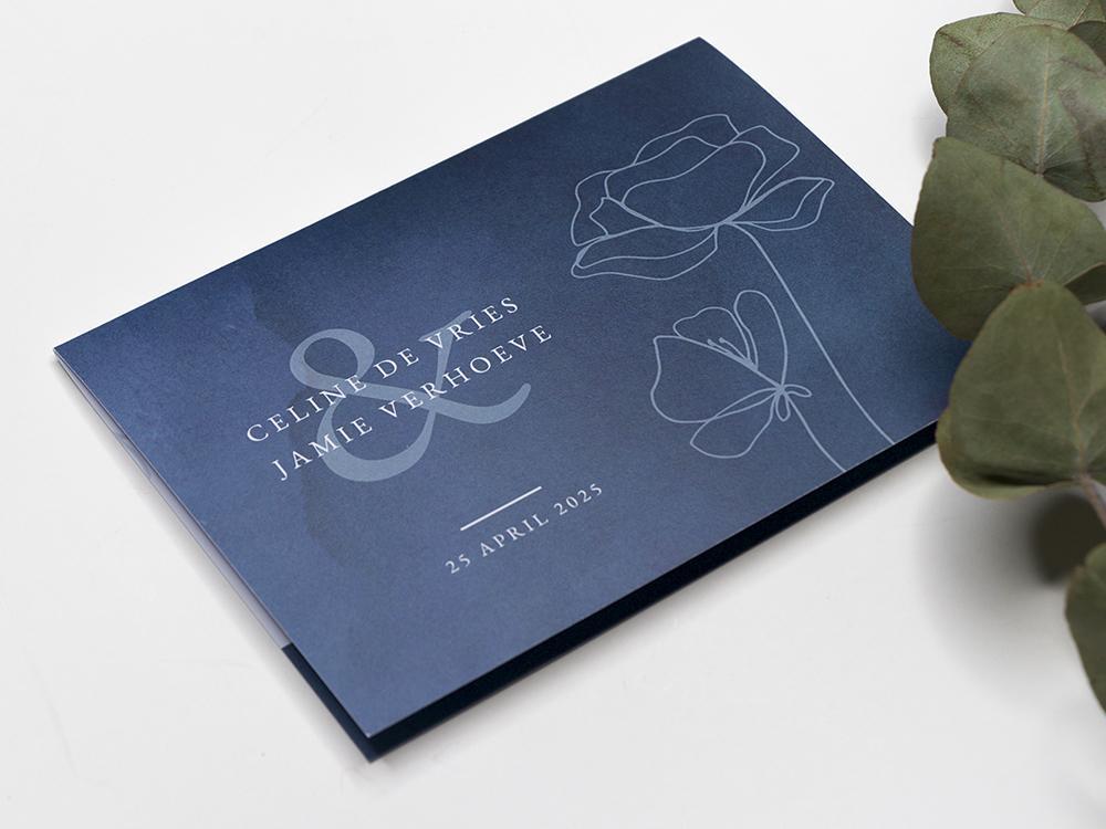Donkerblauwe trouwkaart met bloemen en waterverf trouwkaart Stijlvol Romantisch Botanisch Aquarel en Watercolor