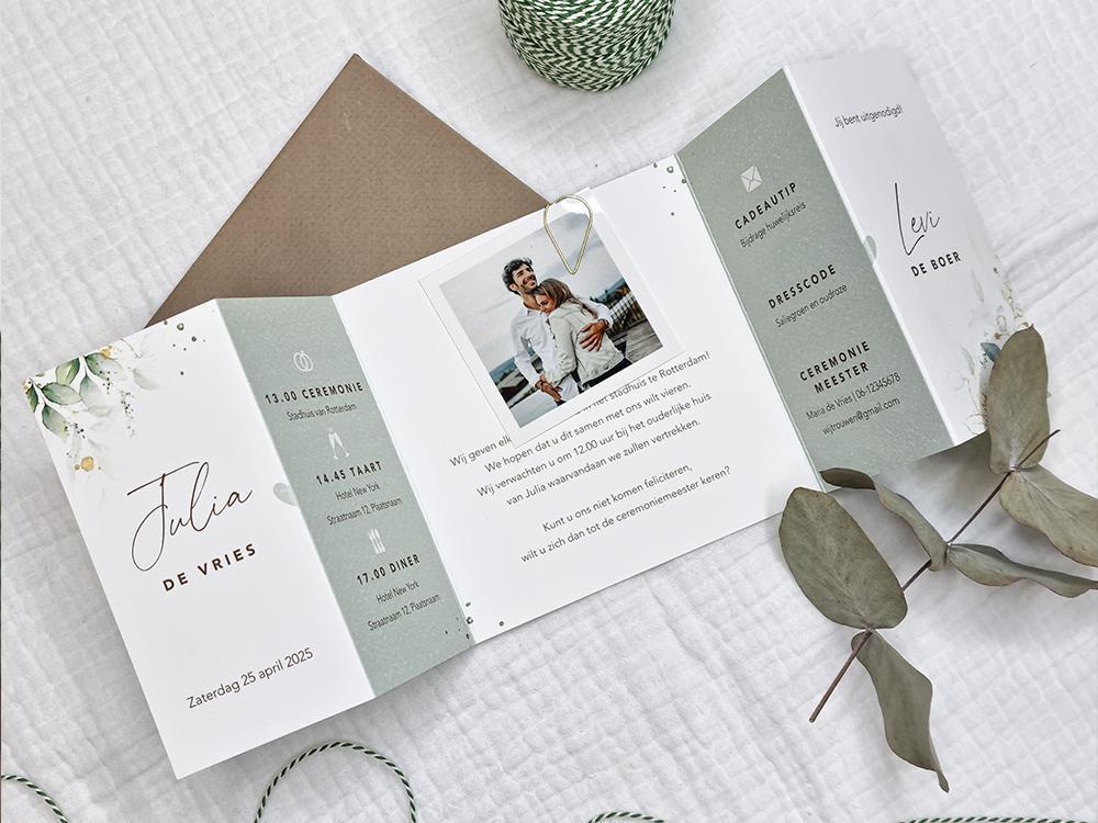 Botanische luikvouw trouwkaart met gouden spetters trouwkaart Origineel Botanisch Gevouwen Aquarel en Watercolor
