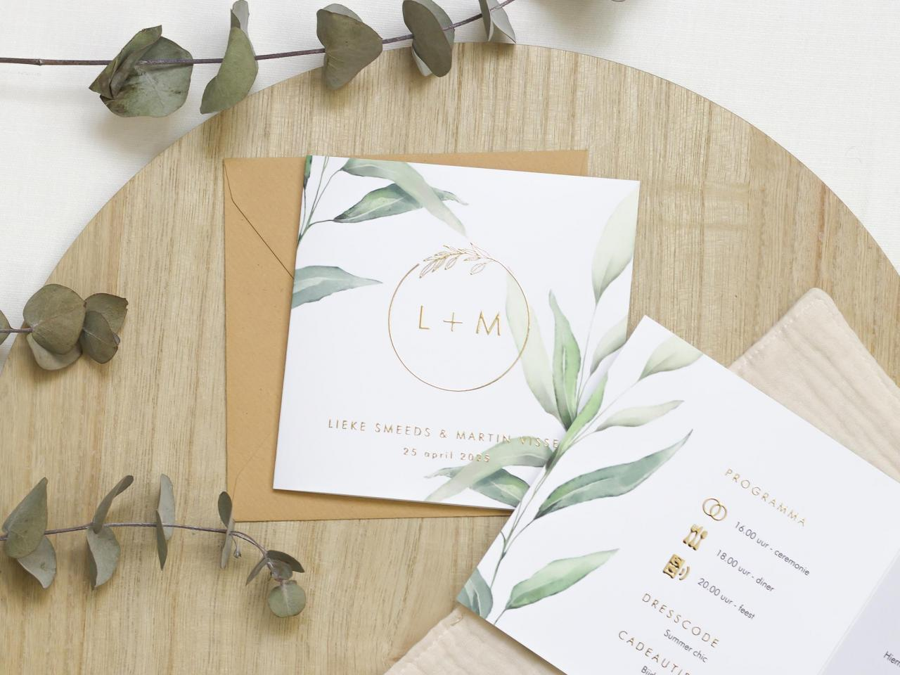 Botanische trouwkaart met goudfolie initialen trouwkaart Stijlvol Botanisch Brons zilver en goud Aquarel en Watercolor