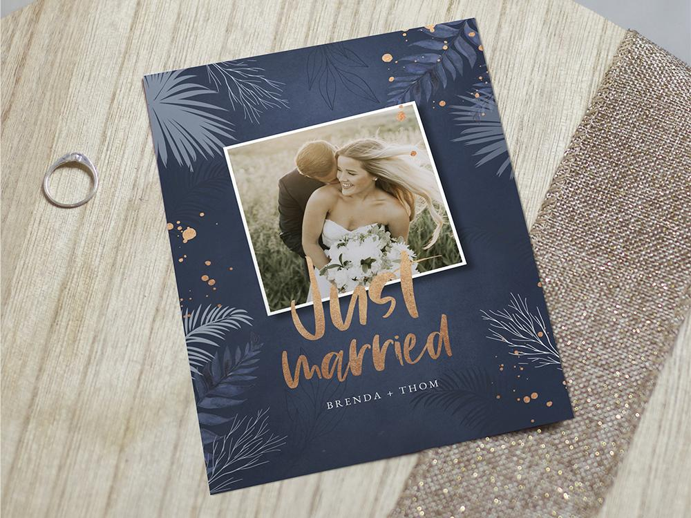 Wij zijn getrouwd kaart met bladeren en rose spetters trouwkaart Stijlvol Origineel Typografisch Foto