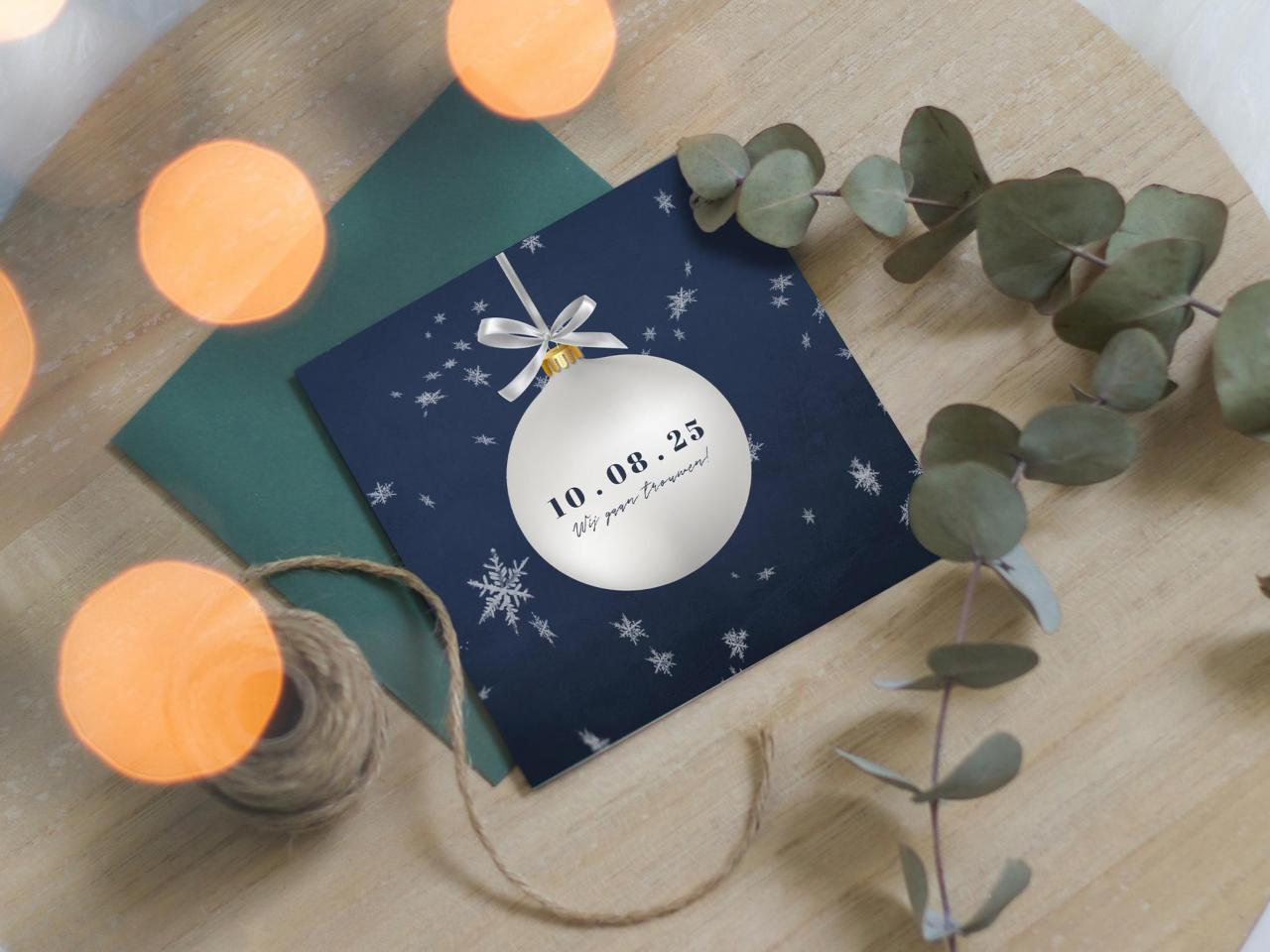 Kerstkaart met save the date in kerstbal trouwkaart Stijlvol Save the Date Romantisch Luxe