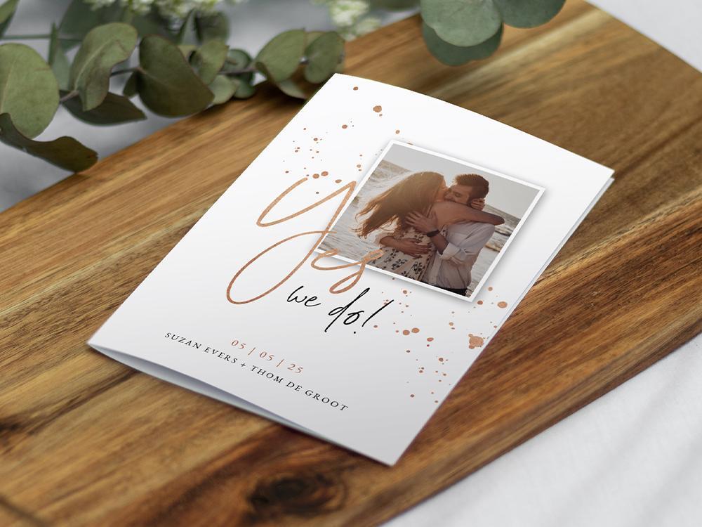 Trouwkaart met rosé spetters en foto trouwkaart Stijlvol Foto Modern Typografisch