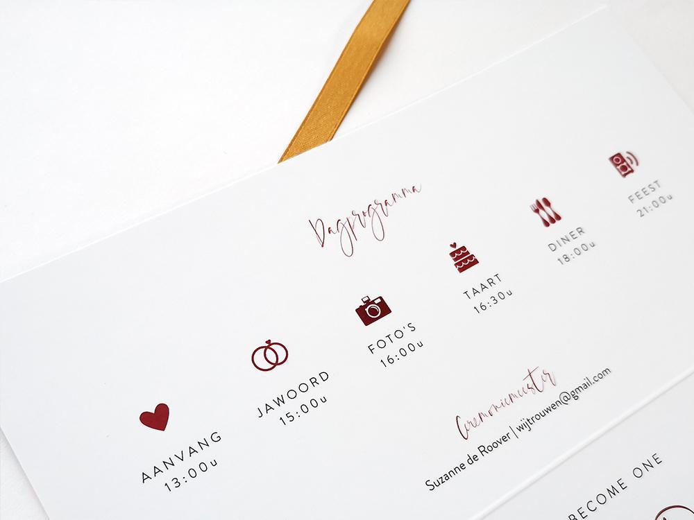 Bordeaux trouwkaart met gouden tijdlijn trouwkaart Typografisch Aquarel en Watercolor Modern Stoer