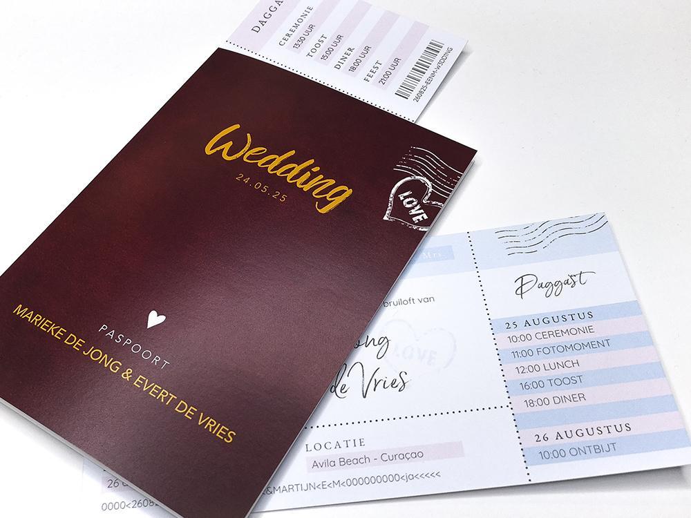 Rode trouwkaart paspoort trouwkaart Modern Origineel Romantisch Typografisch