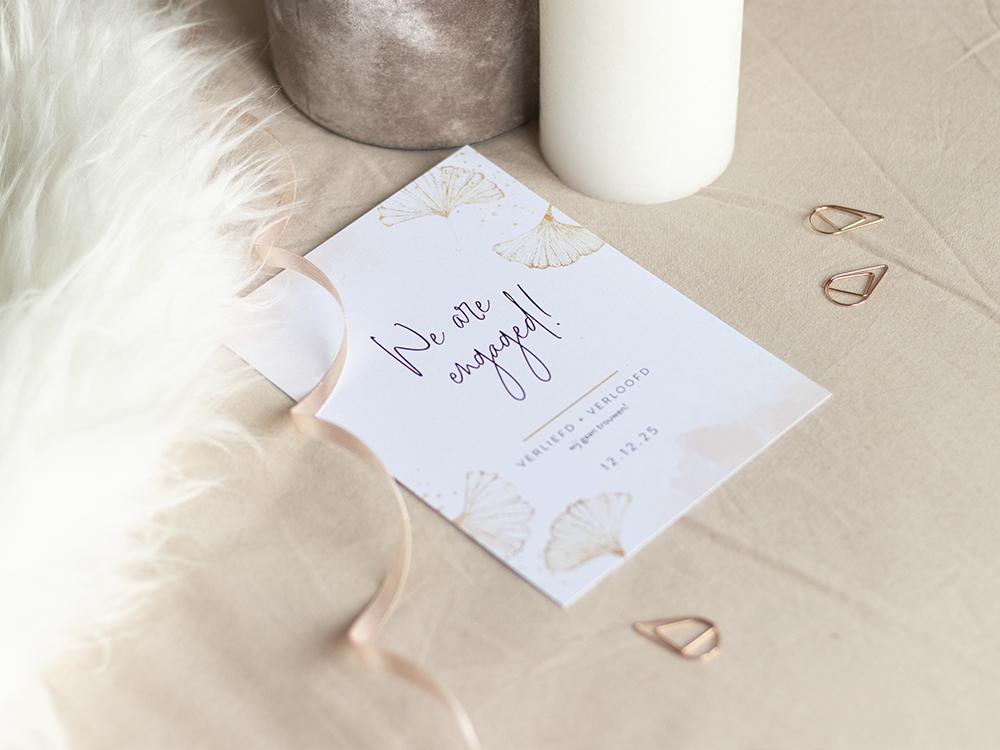Verlovingskaart met ginkgo bladeren trouwkaart Stijlvol Origineel Romantisch Aquarel en Watercolor