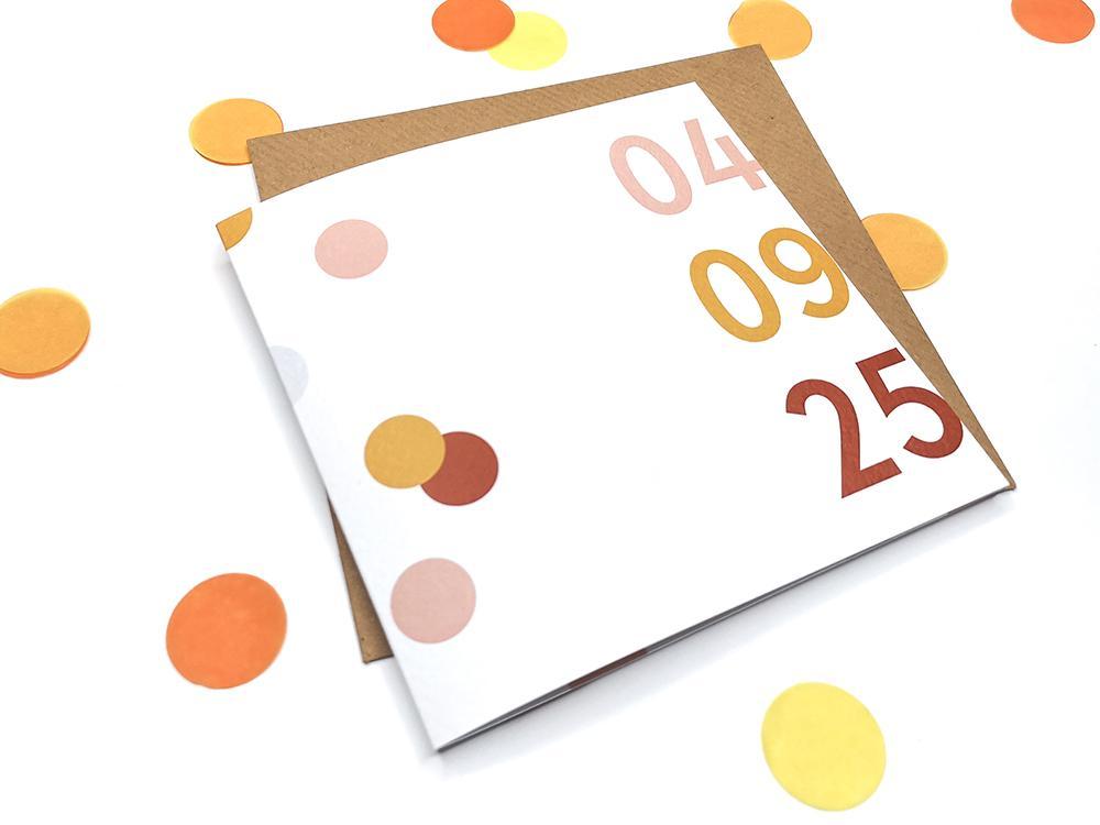 Trouwkaart met confetti en datum trouwkaart Origineel Gevouwen Stoer Typografisch