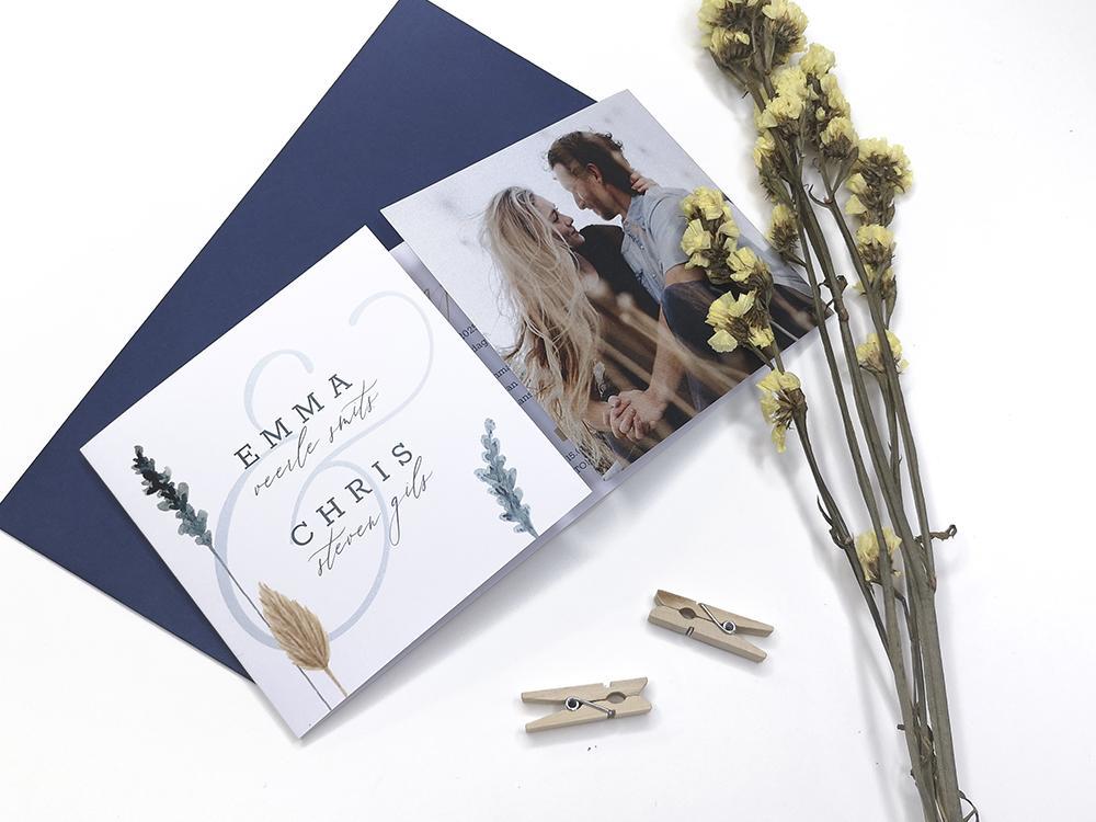 Tweeluik trouwkaart met foto en droogbloemen trouwkaart Stijlvol Botanisch Romantisch Aquarel en Watercolor