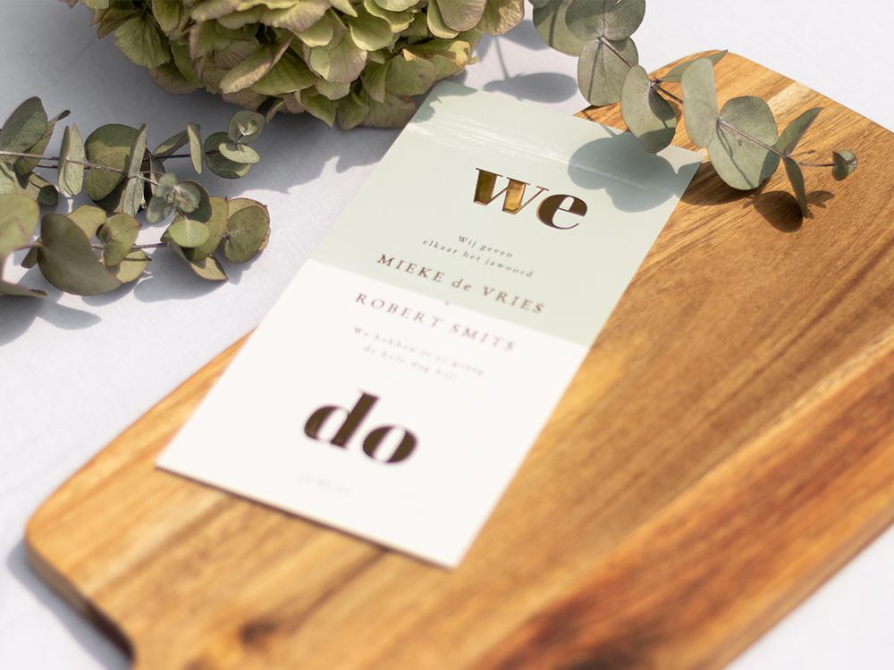 Grijsgroene trouwkaart we do met goudfolie trouwkaart Stijlvol Luxe Stoer Typografisch