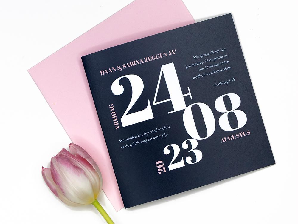 Trouwkaart met typografische datum trouwkaart Strak Typografisch Stoer Modern