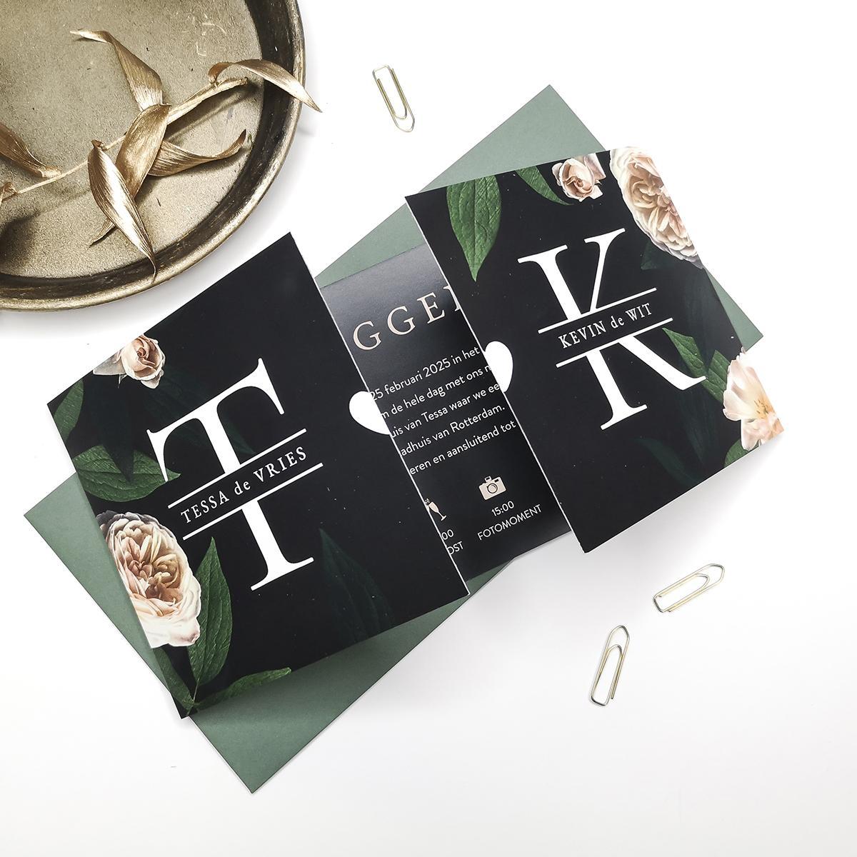 Tweeluik trouwkaart met initialen en Hollandse bloemen trouwkaart Retro Botanisch Stoer Luxe