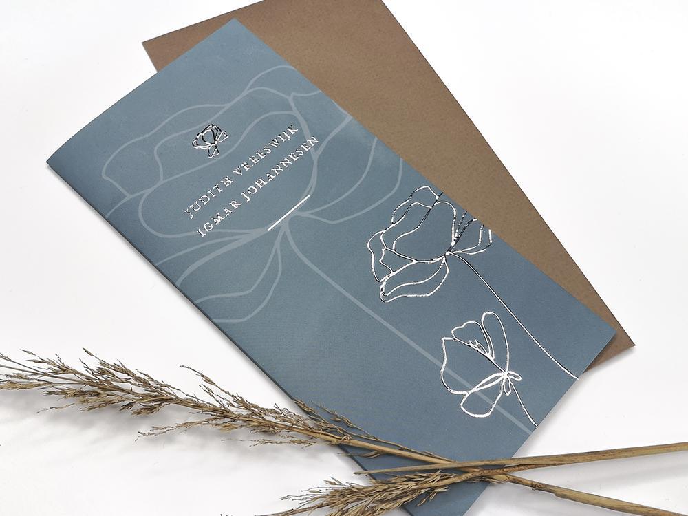 Zeeblauwe trouwkaart met bloemen en zilverfolie trouwkaart Stijlvol Brons zilver en goud Romantisch Klassiek