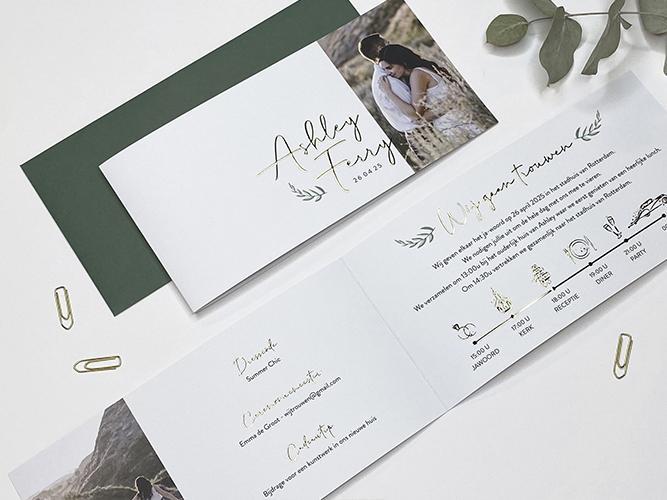 Fototrouwkaart met blaadje en namen in goudfolie trouwkaart Stijlvol Brons zilver en goud Foto Botanisch