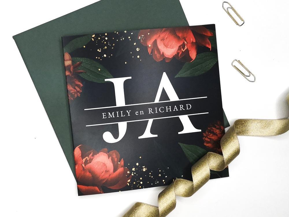 Trouwkaart met rode rozen trouwkaart Botanisch Romantisch Klassiek Brons zilver en goud