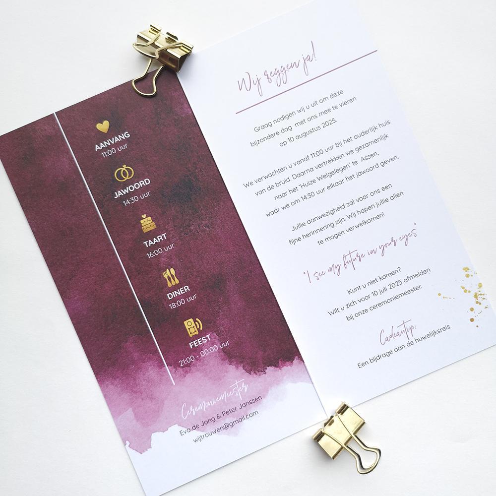 Chique trouwkaart met rode waterverf en gouden spetters trouwkaart Aquarel en Watercolor Brons zilver en goud Modern Typografisch