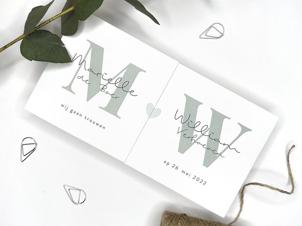 Witte tweeluik trouwkaart met initialen trouwkaart Modern Typografisch Gevouwen Origineel