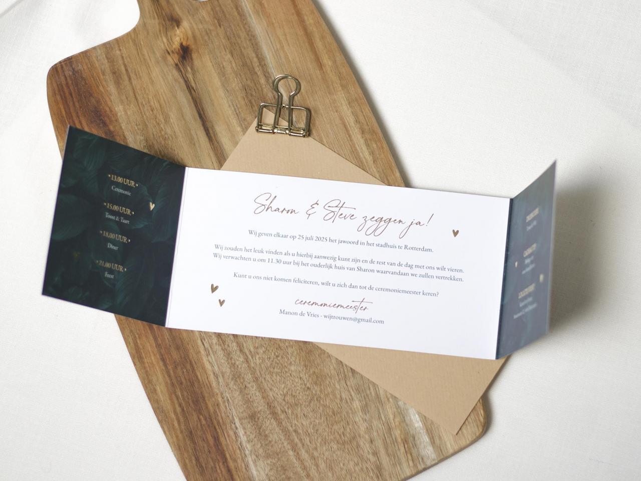 Tweeluik trouwkaart met bladeren en goudfolie trouwkaart Stijlvol Brons zilver en goud Botanisch Luxe