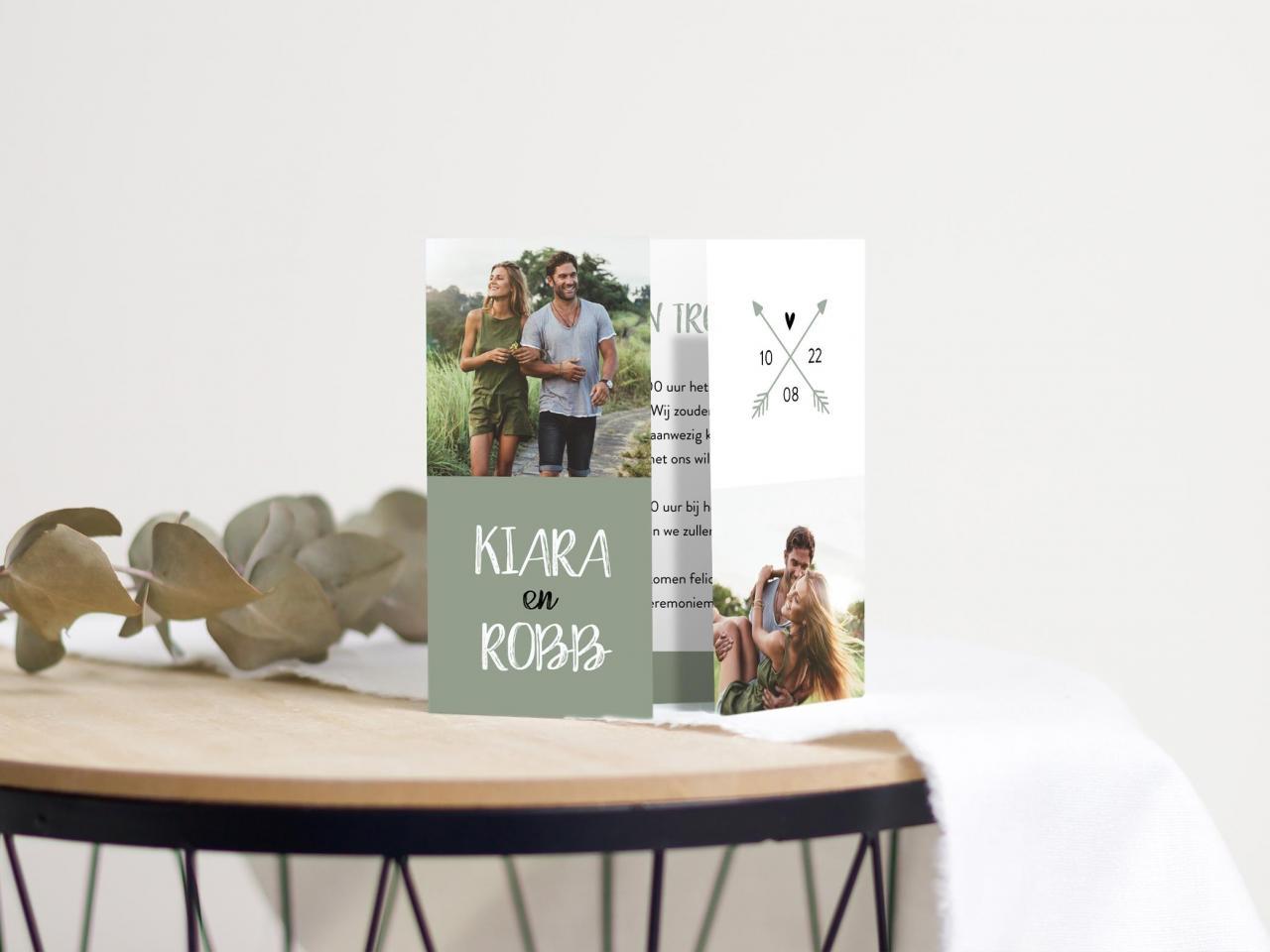 Tweeluik trouwkaart met foto en groene vlakken trouwkaart Origineel Stoer Foto Gevouwen