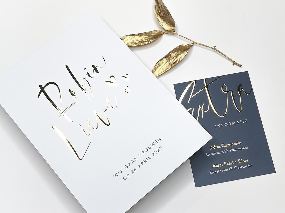 Trouwkaart met hartjes en namen in goudfolie trouwkaart Brons zilver en goud Strak Typografisch Stijlvol