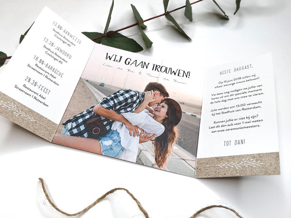 Tweeluik trouwkaart met foto en kraft trouwkaart Kraft Origineel Stoer Typografisch
