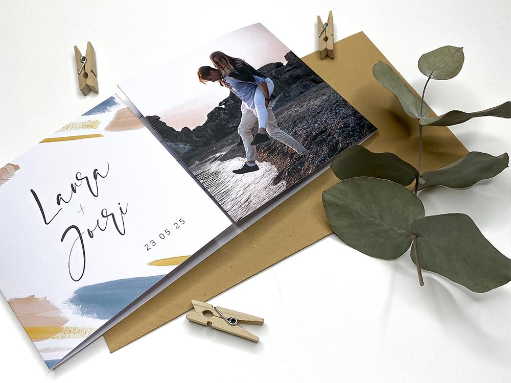 Tweeluik trouwkaart met verf en foto trouwkaart Aquarel en Watercolor Modern Foto Origineel